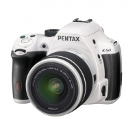 Зеркальная камера Pentax K-50 + объективы DA L 18-55 WR и DA L 50-200 WR белый