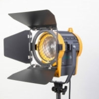 Галогенный осветитель GreenBean Fresnel 650